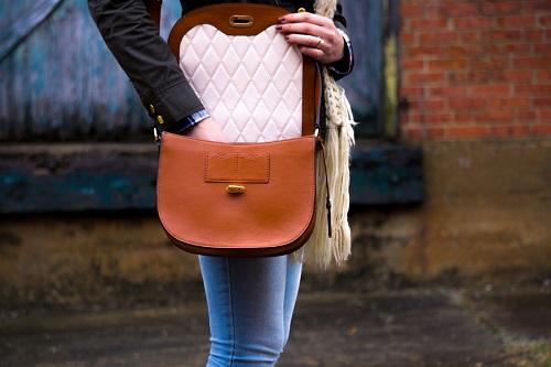 ¿qué lleva una mujer en el bolso?